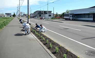 上士幌町2区・糠平町内会の方々と合同で花壇整備