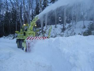 ロータリー除雪車による作業